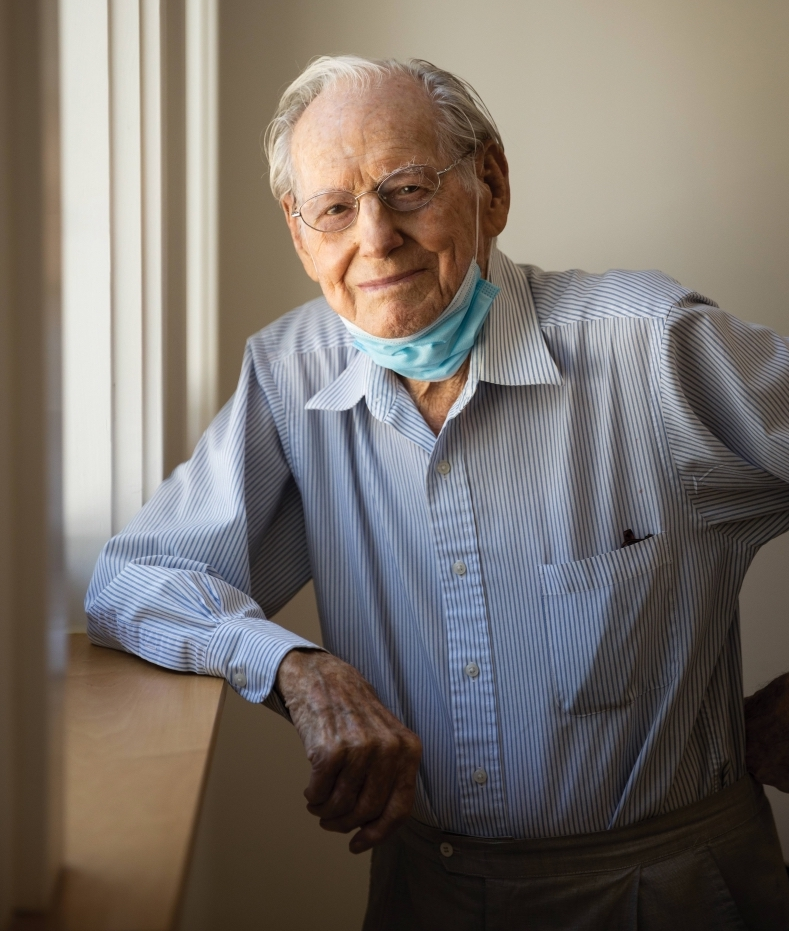 Photo of Wayne Thiebaud, mask under his chin, during a physically distanced photo shoot at his Sacramento studio on Aug. 11. (Portrait by Max Whittaker)